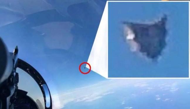 Uma foto vazada do Departamento de Defesa dos EUA mostra um OVNI de origem extraterrestre sobre o Atlântico