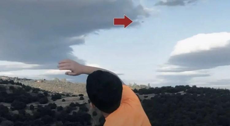 OVNI Tipo 1: 26 de setembro de 2020 18:42, a forma deste objeto é discoidal com duas saliências na parte inferior, e a direção da visão é Nordeste.