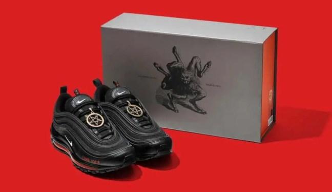Os tênis satânicos da Nike são lançados e se esgotam em questão de minutos