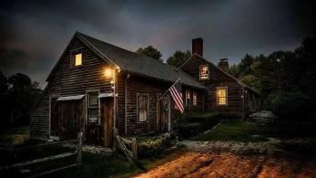 A casa real onde ocorreram os incidentes sobrenaturais é em Harrisville, Rhode Island.