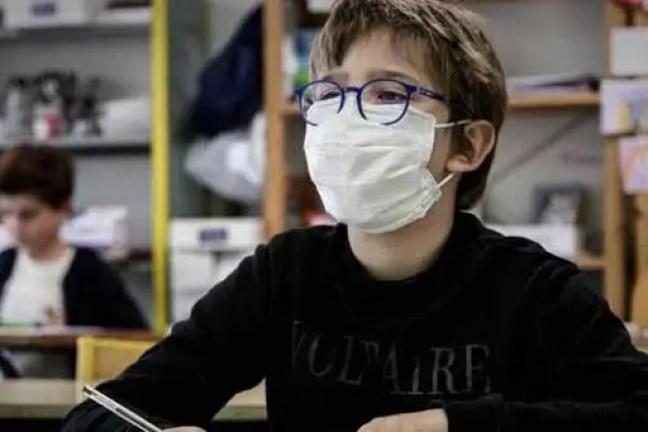 Porque as máscaras de várias crianças tiveram que ser analisadas