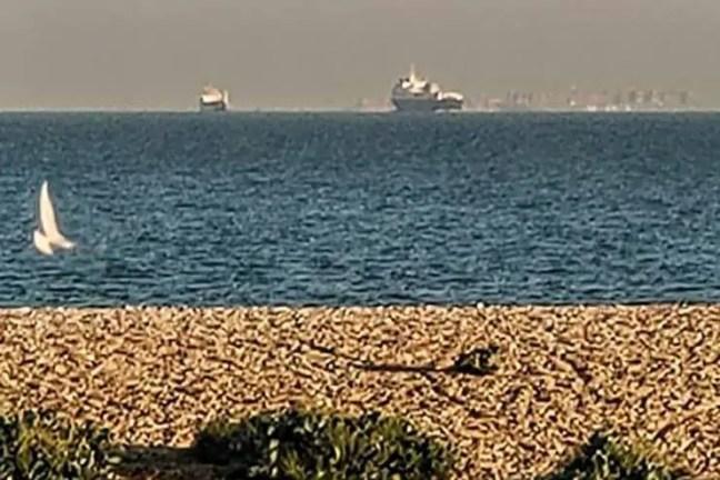 Uma enorme cidade flutuante aparece na costa da Inglaterra: Imagem 2