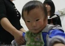 A maioria das pessoas ficou chocada com a condição de Huikang e procurava maneiras de ajudar a família.