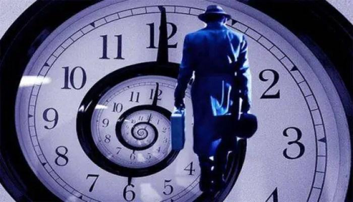 A viagem no tempo é um dos assuntos que mais instigam a raça humana. Não seria por menos, uma vez que somente essa possibilidade levanta mil questionamentos.