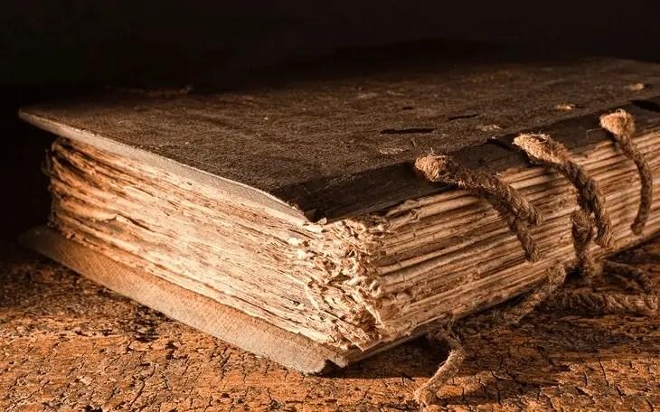 Bíblia de Kolbrin Manuscrito de 3600 anos que contém uma profecia sobre o surgimento de um Destruidor Celestial