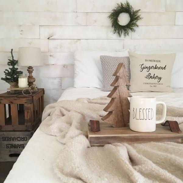 Even on a day like today when I'm super sick there's always a reason to feel BLESSED. Finally added some winter touches to our bedroom, tap the photo for details.