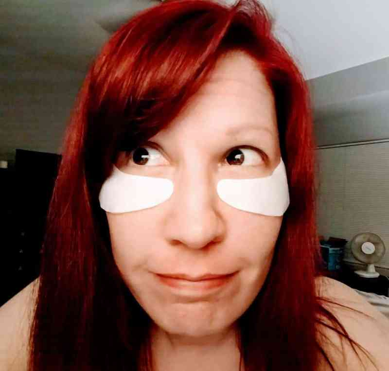 Me with my sexy eye masks. I like to put the masks up a little higher to make sure they cover my crows feet. Don't I look cute?