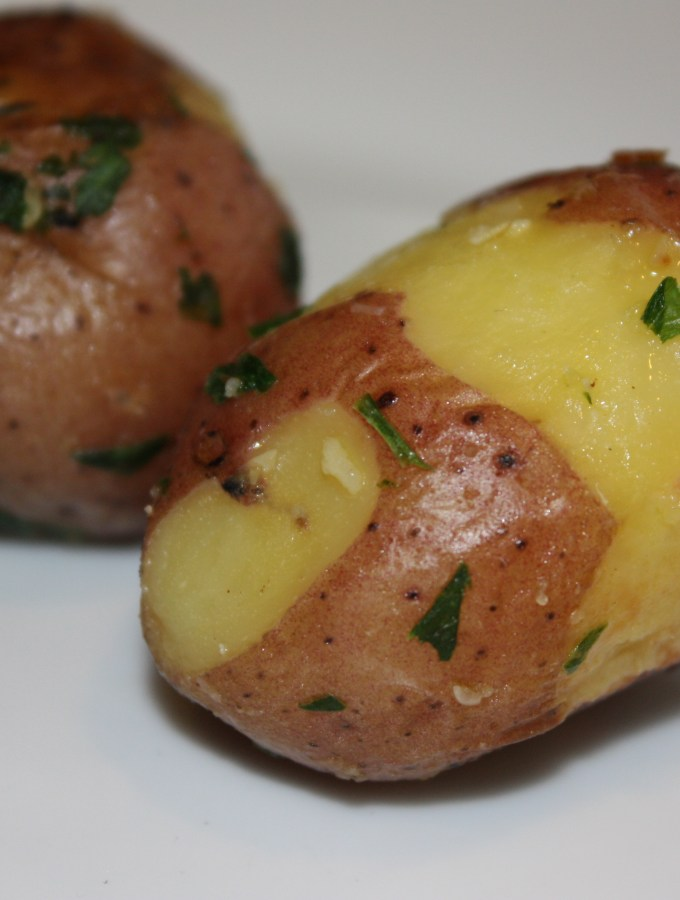 steamed potatoes with parsley and garlic