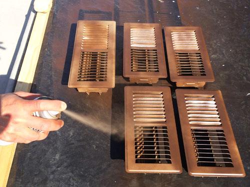 Usando pintura spray para pintar rejillas de ventilación