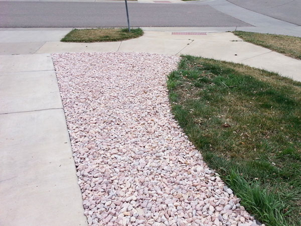 Landscape bed with rock mulch around the house
