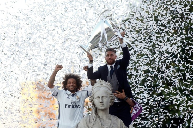 Photo: Real Madrid Return To The Street Of Madrid As Living 'Legends' 18