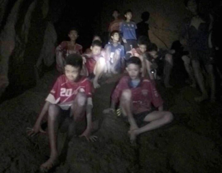 """Thai Cave Rescue : """"Stay Strong"""" Football Stars Rally Round Trapped Youngsters 12"""