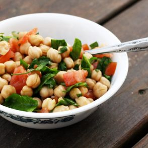 Lemony chickpea salad recipe: This is a super cheap recipe that takes about 5 minutes to make!