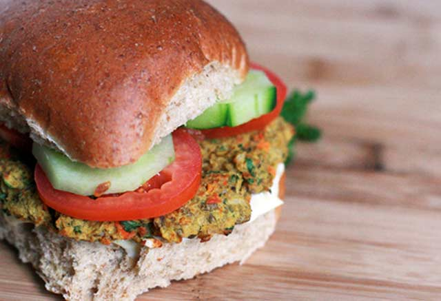 Curried lentil burgers recipe. This vegetarian burger will keep you satisfied. Click through for recipe.