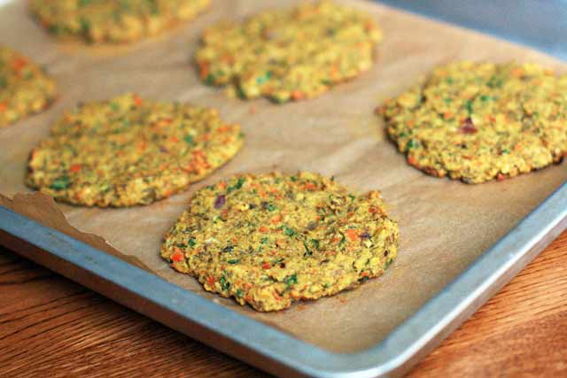 Curried lentil burgers recipe, a yummy and hearty vegetarian burger. Click through for recipe.
