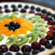 Fruit pizza recipe: The classic dessert pizza is easy to make at home!