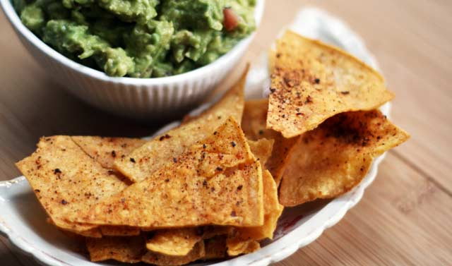 Cheap and easy homemade corn tortilla chips recipe. Click through for recipe!