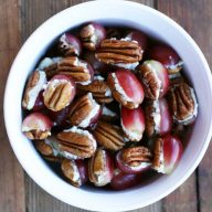 3-ingredient grape, blue cheese, and pecan bites. Repin to save!