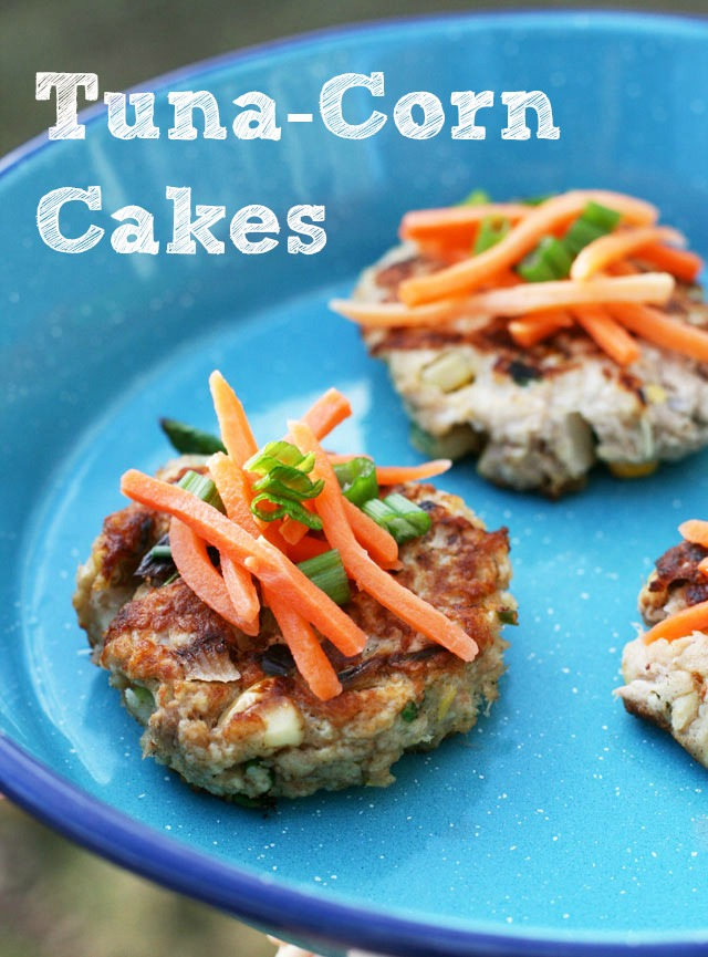 Tuna-corn cakes recipe, made with pantry staples. Repin to save!