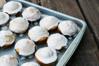 Glazed donut muffin recipe: The flavor of glazed donuts, in muffin form. Click through for recipe!