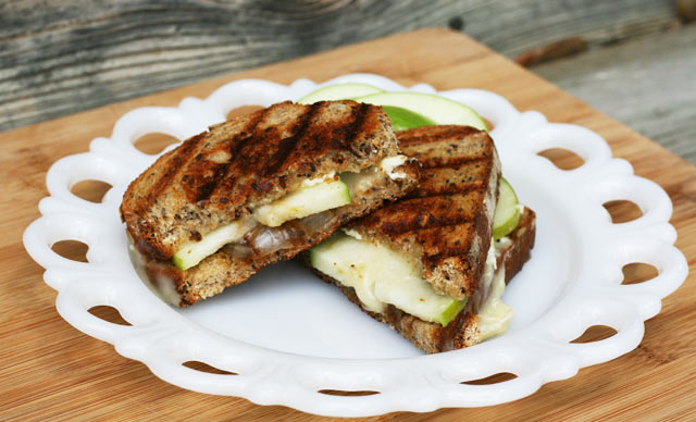 Granny Smith grilled cheese with caramelized onions recipe
