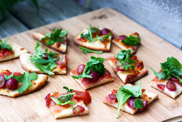 Grape, prosciutto and arugula flatbread recipe