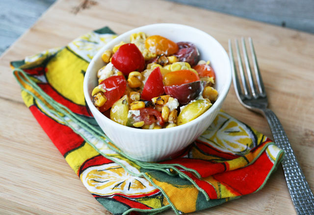 Summer sweet corn salad: The flavors of summer, in salad form. Click thorough for cheap and easy recipe!