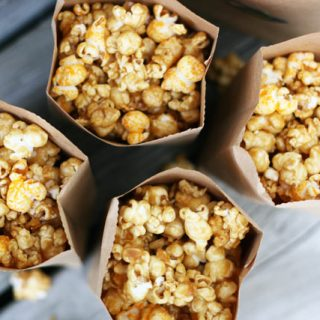 Chicago popcorn mix recipe. Make your own caramel/cheesy popcorn mix at home!