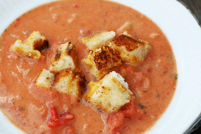 Creamy garlic tomato soup with grilled cheese croutons recipe