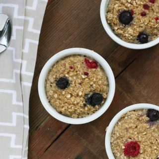Berry baked oatmeal recipe. Serve a delicious breakfast on the cheap! Click through for recipe.