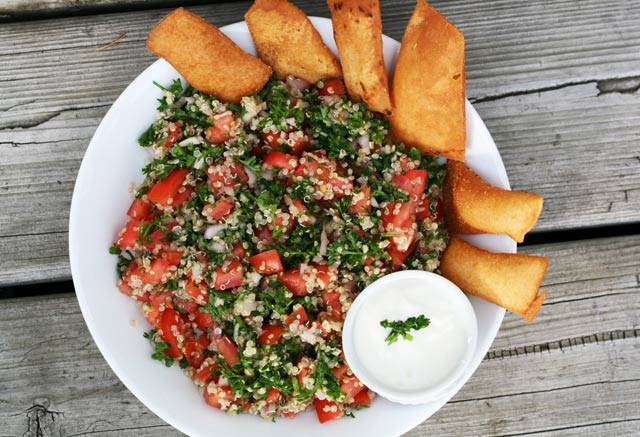 Cheap quinoa tabouli salad recipe, from Cheap Recipe Blog. Serve with pita chips. Repin to save!