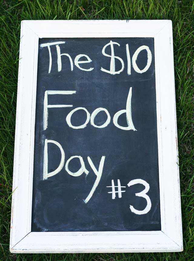The $10 Food Day #3: 4 recipes (breakfast, lunch, dinner, and a snack) all for less than $10. Repin to save!