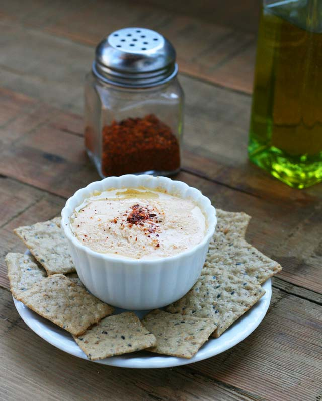 Roasted cauliflower and Greek yogurt dip recipe. A healthy dip that doesn't cost much. Repin to save.