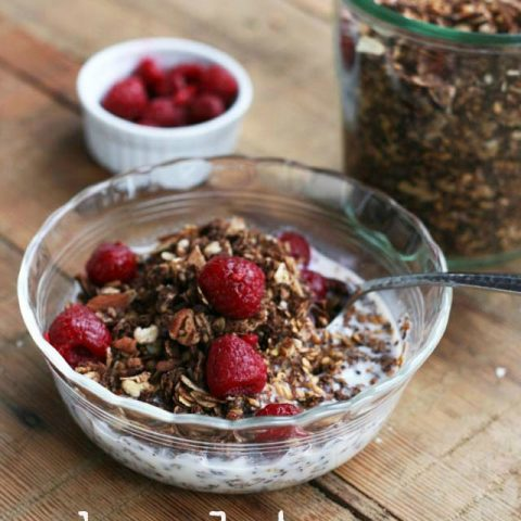 Chocolate granola. Yes, that's chocolate for breakfast. Repin to save!