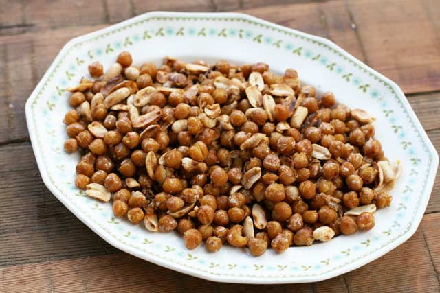 Pan-fried chickpeas and peanuts, to make a spicy Indian salad. Click through for instructions.