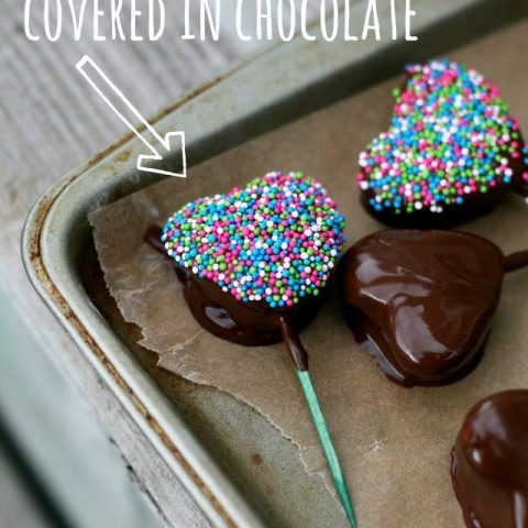 Get the recipe: Chocolate-covered marshmallow hearts. Repin to save!