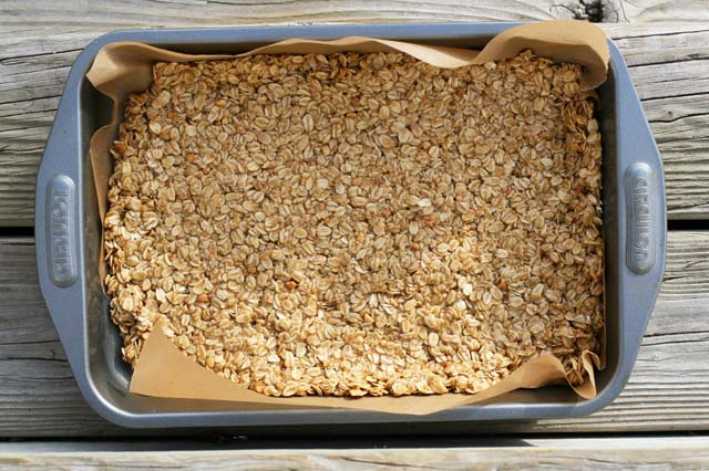 How to make MILLION DOLLAR BARS! Click through for recipe.