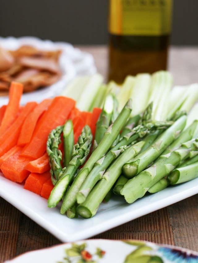 Vegetables for a DIY hummus bar. Click through for details!