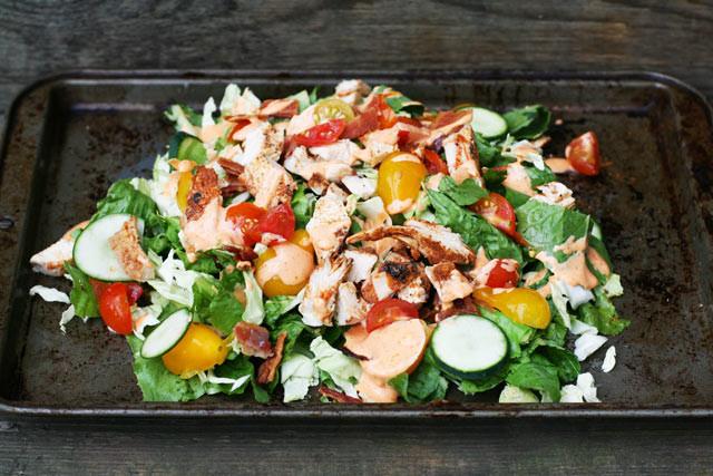 Paleo chicken BLT salad. Click through for recipe.