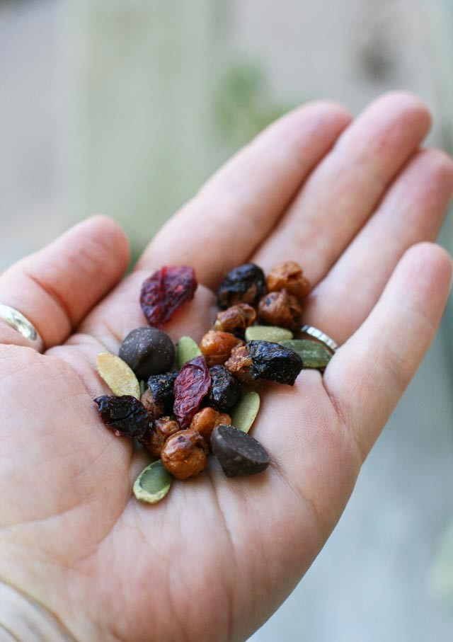 A DIFFERENT Trail mix: Made with roasted kidney beans and chickpea. A nut-free recipe.