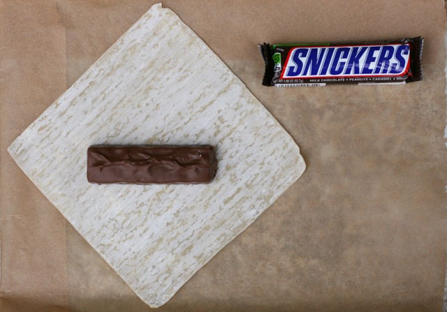 How to make deep-fried candy bars with a wonton wrapper. Click through for instructions!