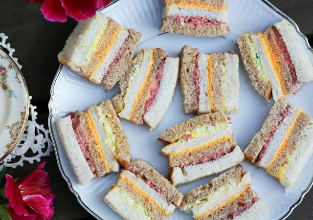 Ribbon sandwiches (sandwich loaf)
