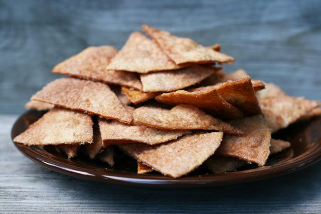Homemade churro chips, made out of tortilla shells. Click through for recipe!