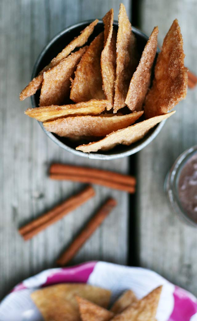 Churro chips con chocolate: A creative twist on Spanish churros con chocolate. Click through for recipe!