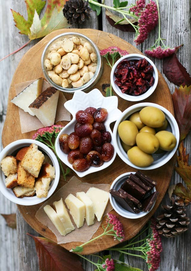Harvest Appetizer Platter: Creating an appetizer platter doesn't have to cost a lot of money. Click through for money-saving tips!