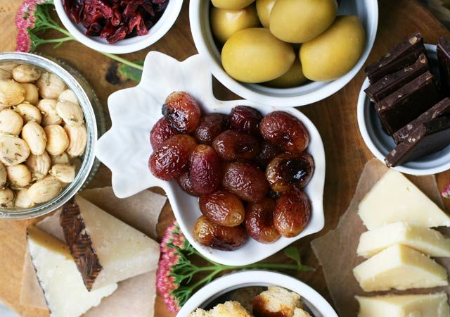 Roasted grapes make a great addition to a fall-themed appetizer platter. Click through for (easy!) recipe.