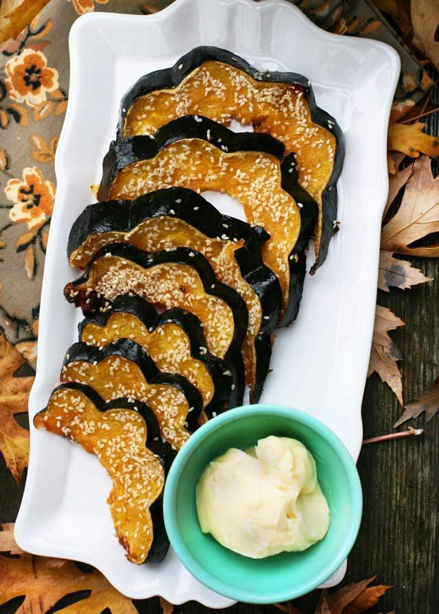 Sesame-glazed acorn squash: A crunchy, caramelized glaze makes this extra delicious! Click through for recipe.