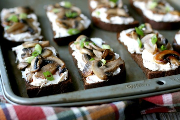 10-minute mushroom toasts: A satisfying snack that is a breeze to make. Click through for recipe!