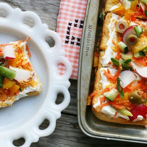 Vegetable pizza, served cold: A great make-ahead appetizer. Click through for recipe!