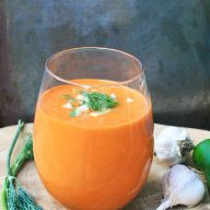Farmers Market Gazpacho: A chilled juice/soup made with veggies you can buy at the farmers market. Click through for recipe!